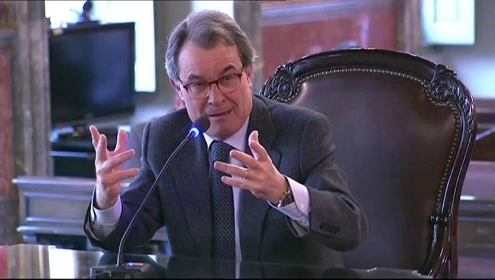 Frame 14.309418 de: Artur Mas defiende que lo que se celebró el 9-N no fue su consulta sino un 'proceso participativo' hecho por volutarios