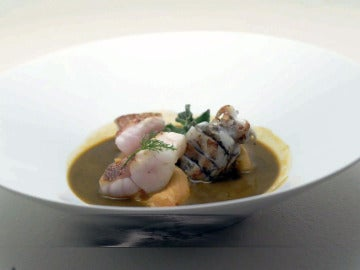 Dashi de cabracho, con sepionet, ficoide y caviar cítrico