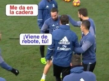 Los jugadores del Real Madrid recrean la mano de Bruno en el entrenamiento