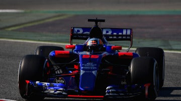 El Toro Rosso de Carlos Sainz, en Montmeló