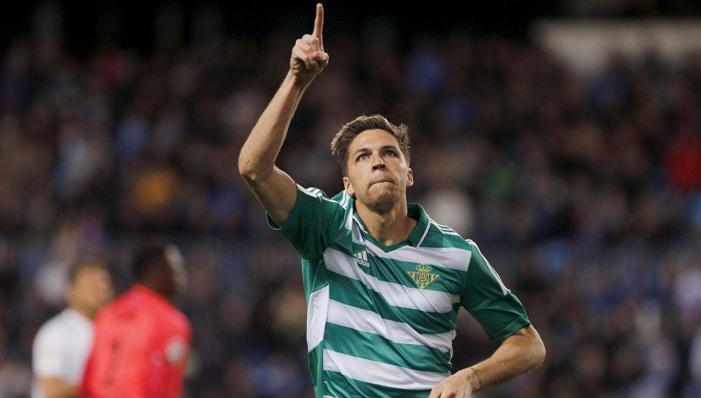 Jonas celebra su gol ante el Málaga