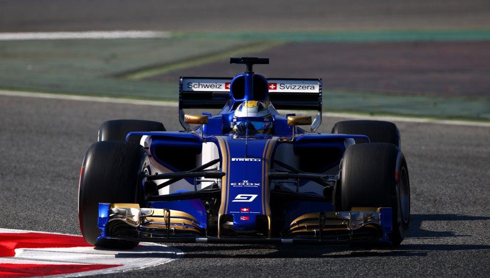Marcus Ericsson rueda con su Sauber en Montmeló
