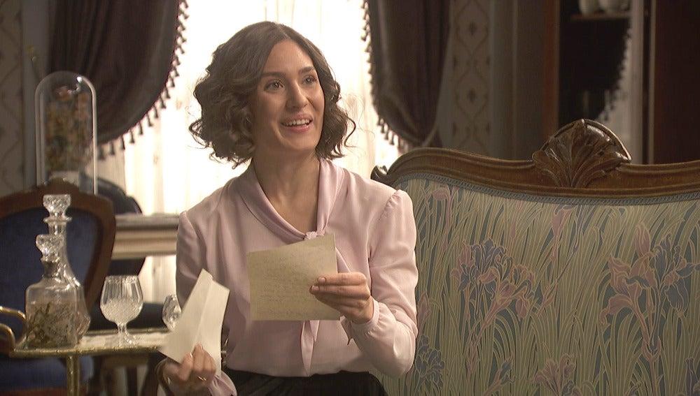 Camila recibe una feliz carta de su querida amiga Lucía