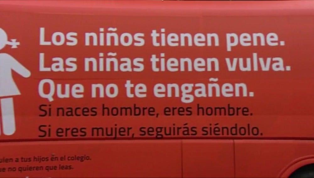 Frame 2.39287 de:  El Ayuntamiento de Madrid tomará medidas para prohibir la circulación del autobús Hazte Oír contra el colectivo LGTBI