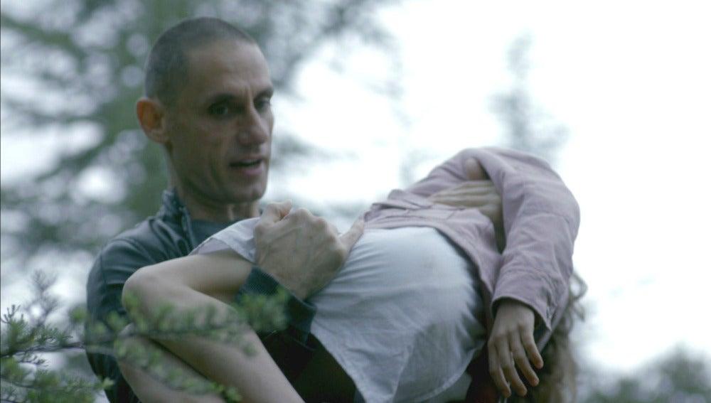 Verónica cae, de nuevo, en manos de Héctor