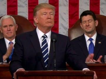 Frame 16.81569 de: Trump planea firmar la nueva versión de su veto migratorio en las próximas horas