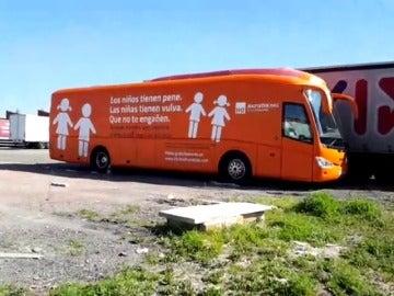 Frame 0.964602 de: La Fiscalía de Madrid abre una investigación urgente por el autobús transfóbico