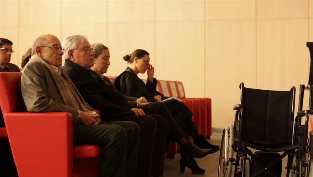 Jordi Montull y Felix Millet, en el banquillo