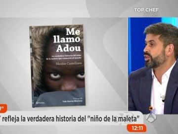 Frame 216.325555 de: 'Me llamo Adou', el libro que cuenta la historia del niño que llegó a España metido en una maleta