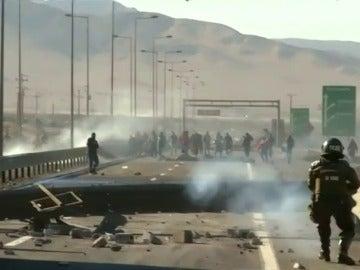 Frame 5.997027 de: Tres mineros mueren en los enfrentamientos entre los mineros y la policía