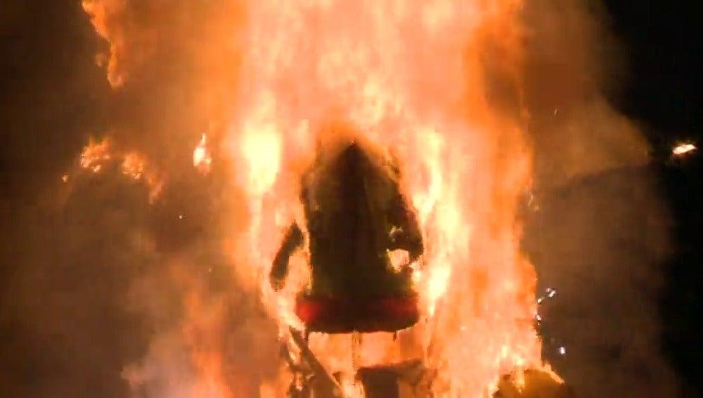 Frame 72.8 de: Numerosas ciudades españolas han despedido el carnaval con el entierro de la sardina