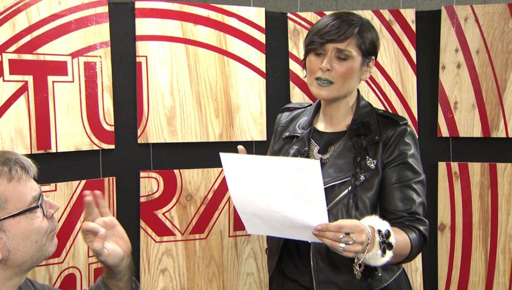 Rosa López prepara su imitación de Gloria Trevi entre susurros