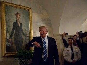 Donald Trump sorprende a los niños en la Casa Blanca