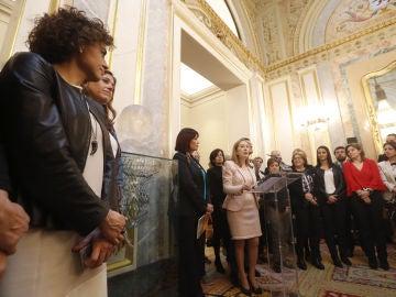 Diputadas del PP, el PSOE y C's han celebrado en el Congreso el Día de la Mujer con un homenaje a Clara Campoamor