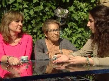 Madre, nieta y abuela