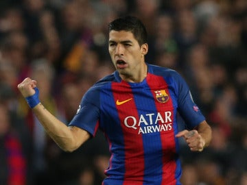 Luis Suárez celebra su gol al PSG
