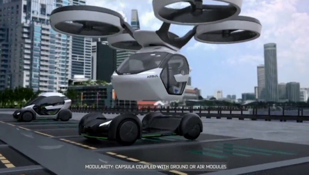 Frame 45.665707 de: Airbus presenta su coche-dron que vuela o circula por la carretera en función de los atascos