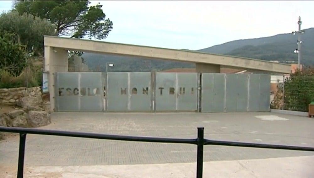 Frame 2.531144 de: Un niño de Barcelona coge 10.000 euros de su casa y los reparte entre sus compañeros del colegio