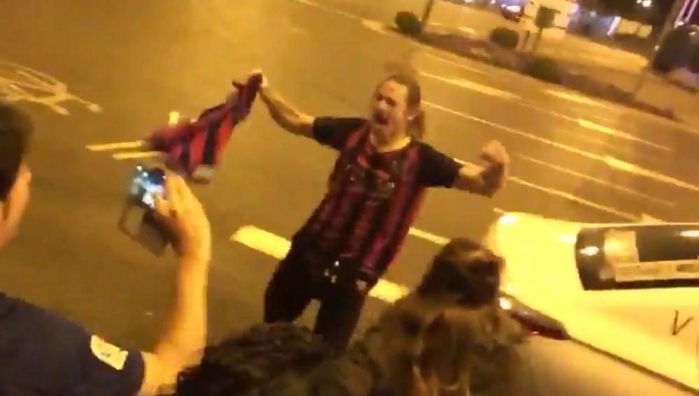 Vicente, el taxista que se volvió loco celebrando el pase del Barça en Cibeles