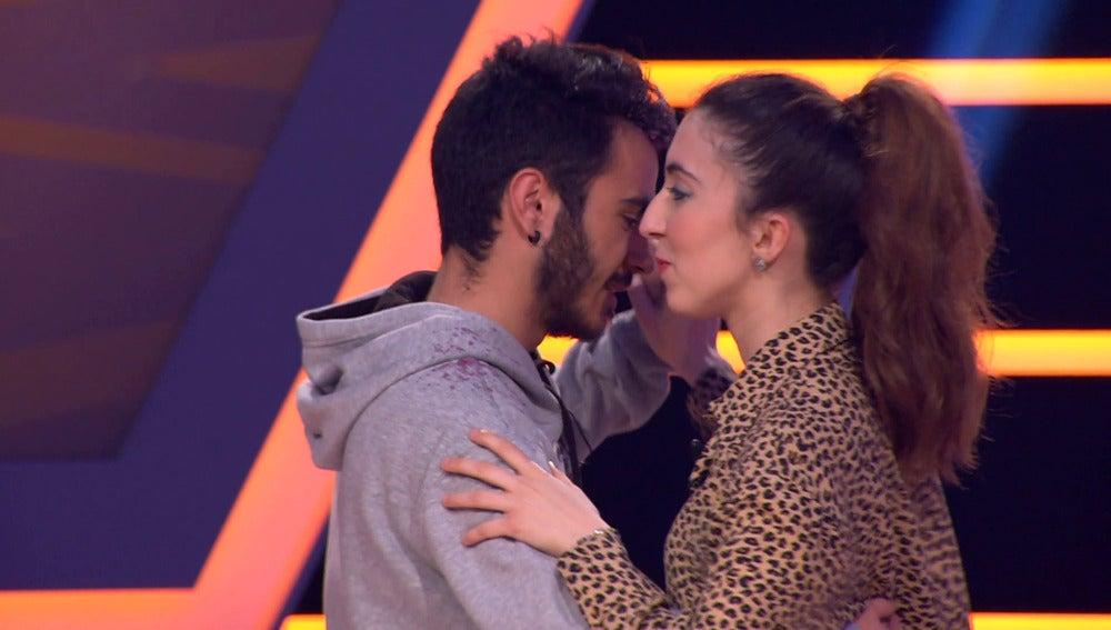 Cristina y Mario bailan merengue