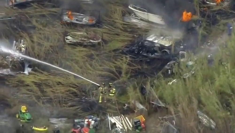 Frame 12.762183 de: Un incendio destruye un astillero en el sur de Miami