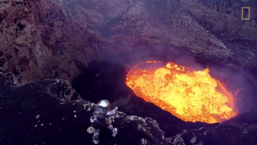 Los drones permiten observar las erupciones volcánicas casi desde su interior