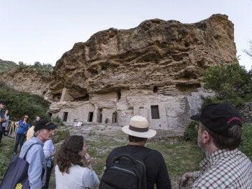 Miembros del Consejo Nacional de Patrimonio Histórico durante la visita al principal enclave de Risco Caído