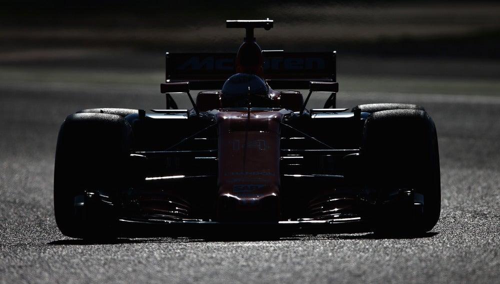Fernando Alonso, rodando en el circuito de Montmeló