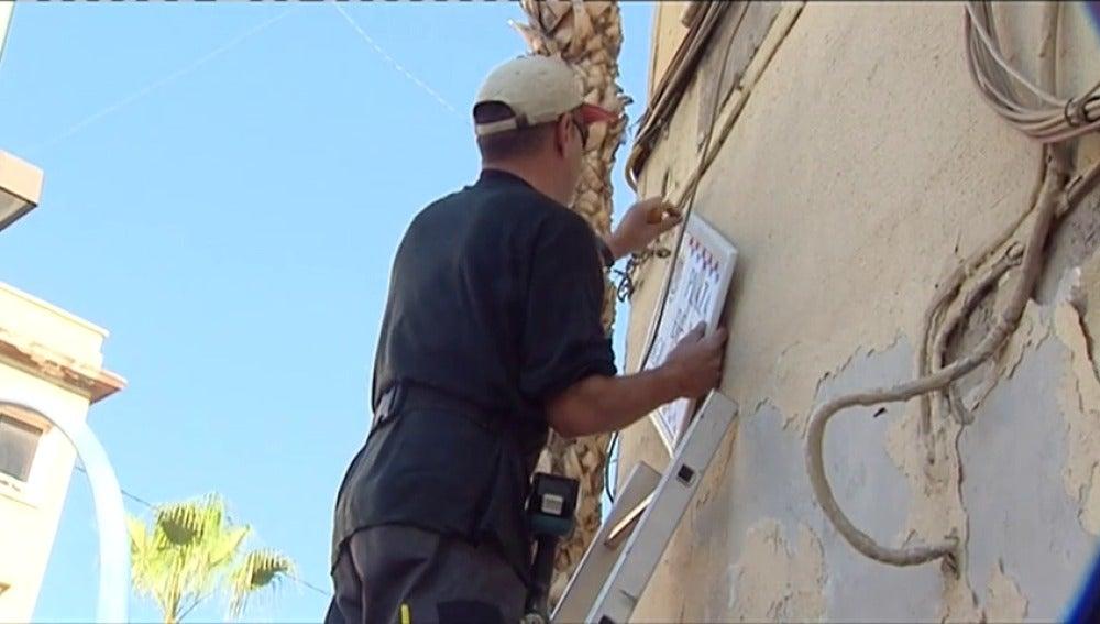 Frame 22.679322 de: Alicante recupera el nombre de sus calles franquistas