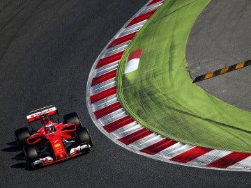 Raikkonnen rueda con el Ferrari en Montmeló