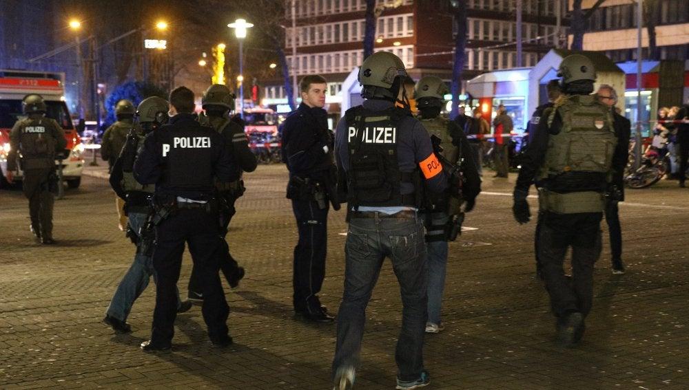 Policía alemana tras el ataque en Dusseldorf