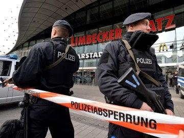 Centro comercial precintado en Essen, en Alemania, tras la alerta de atentado