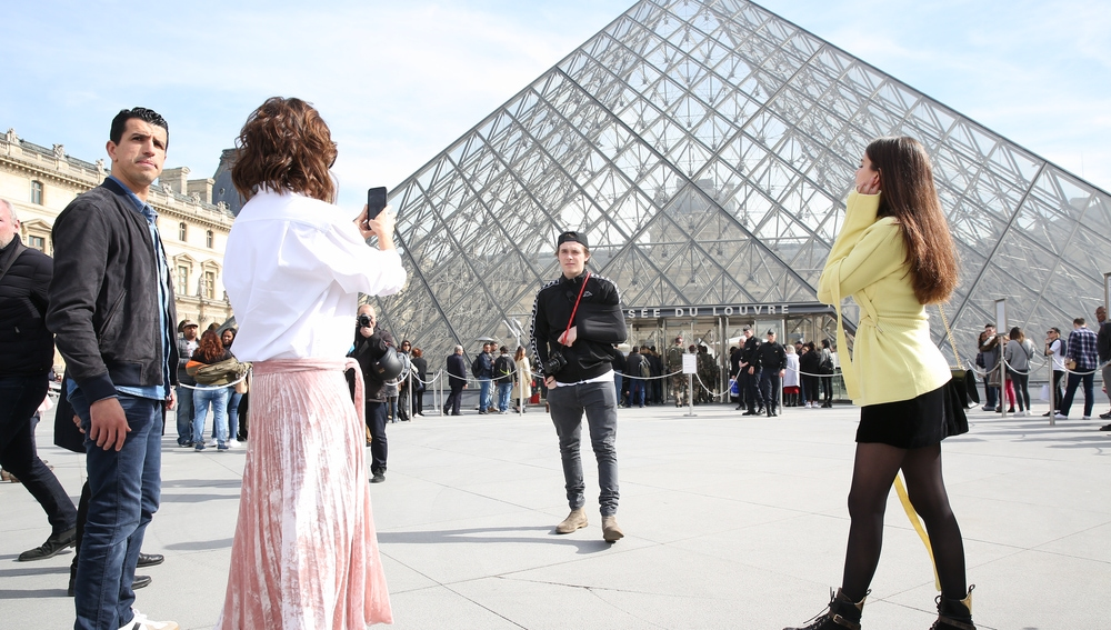 Los Beckham delante del Louvre