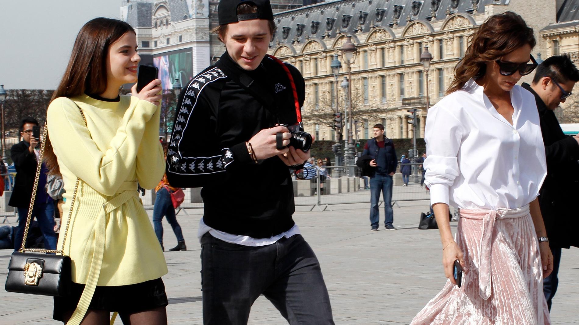 Brooklyn Beckham junto a su ex y su madre