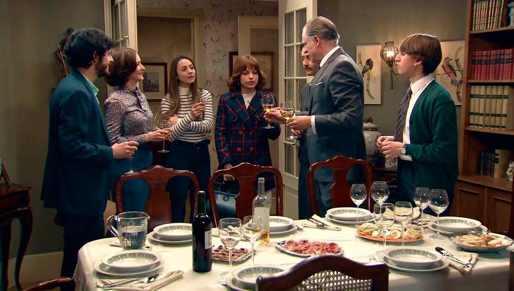 Nuria aparece por sorpresa en la cena familiar de los Novoa