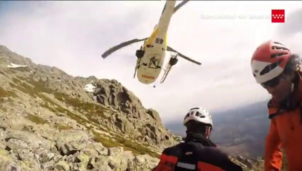 Frame 8.184508 de: Rescate de un menor en la sierra de Madrid