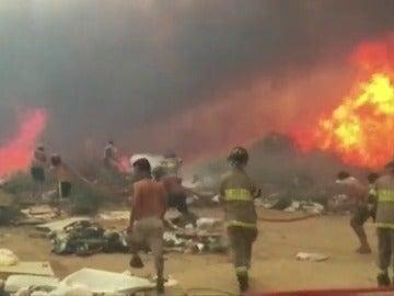 Frame 1.817882 de: Declaran alerta roja por incendios en ciudades de Viña del Mar y Valparaíso