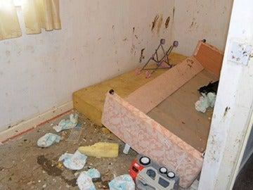 La horrible vivienda donde encontraron a cuatro niños en Reino Unido