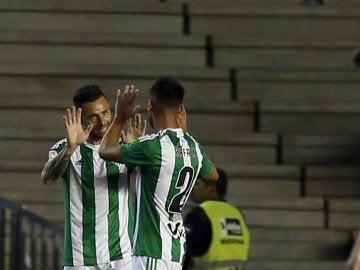 Rubén Castro celebra el 2-0 ante Osasuna