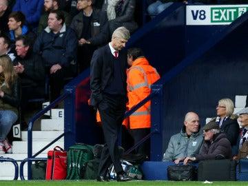 Wenger, cabizbajo tras una nueva derrota del Arsenal