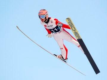 Stefan Kraft, durante su salto récord en Noruega