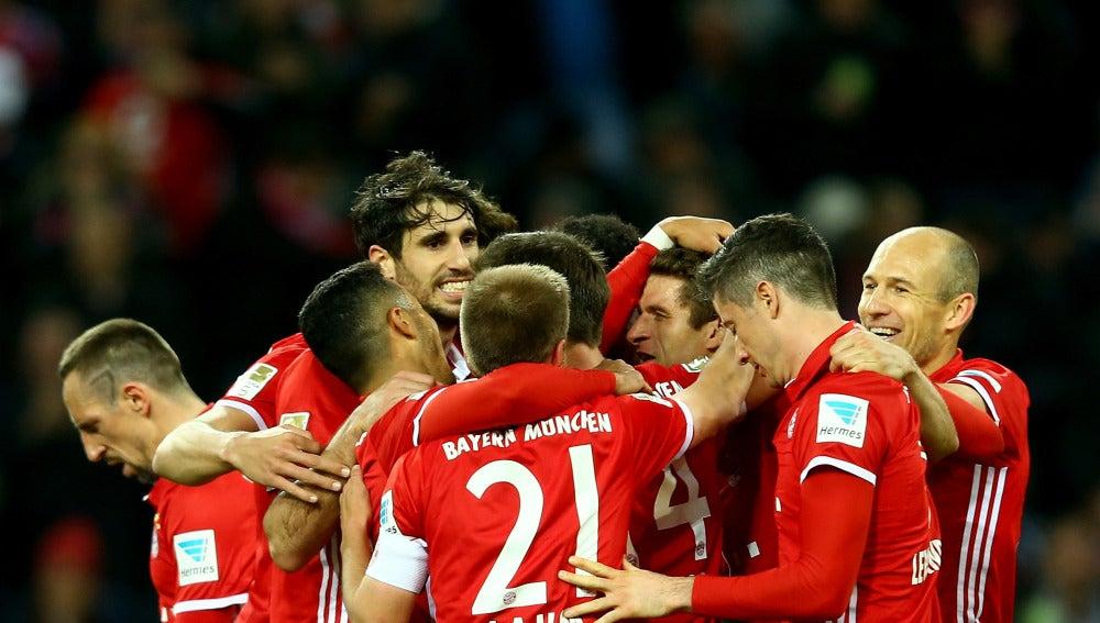 El Bayern de Múnich celebrando su gol