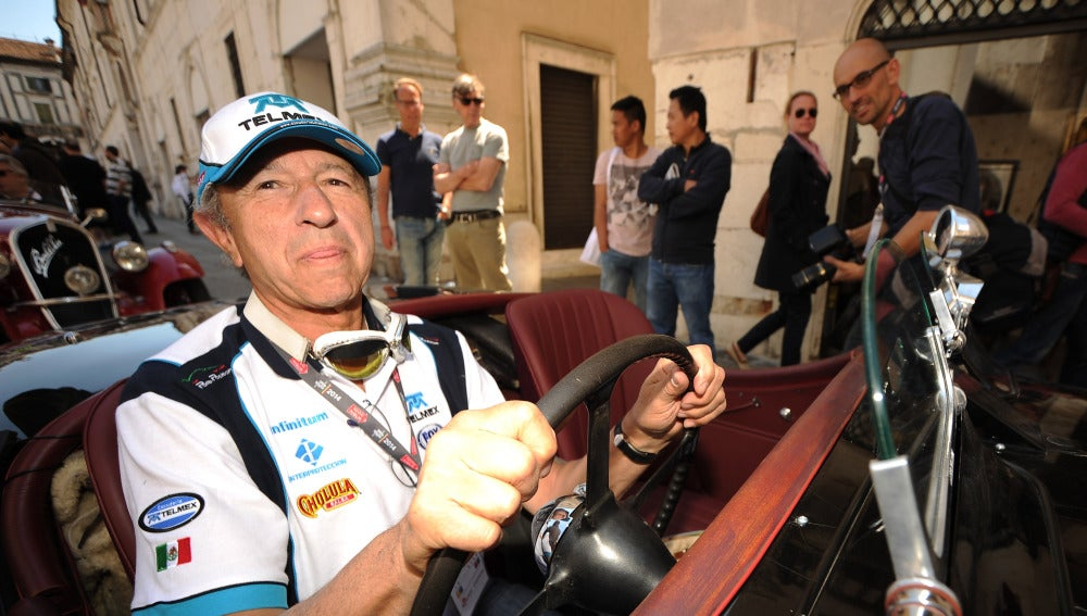 Jo Ramírez, en un rally de coches históricos en Brescia