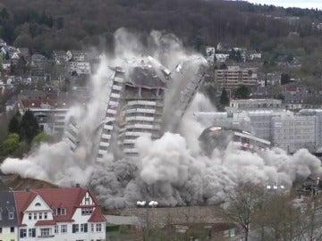 Frame 5.171854 de: El famoso Bonn-Center reducido a escombros