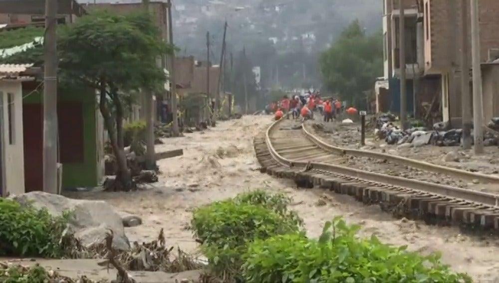 Frame 38.744716 de: Más lluvias amenazan con agravar inundaciones que ya dejan 75 muertos en Perú