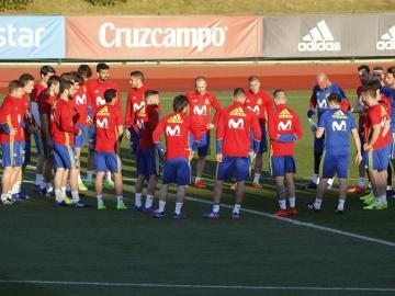 Los jugadores de la selección española de fútbol, durante el primer entrenamiento hoy del equipo, concentrado en La Ciudad del Fútbol de Las Rozas para los próximos partidos ante Israel y Francia.