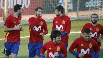 Sergio Ramos y Piqué, juntos durante el entrenamiento con la Selección