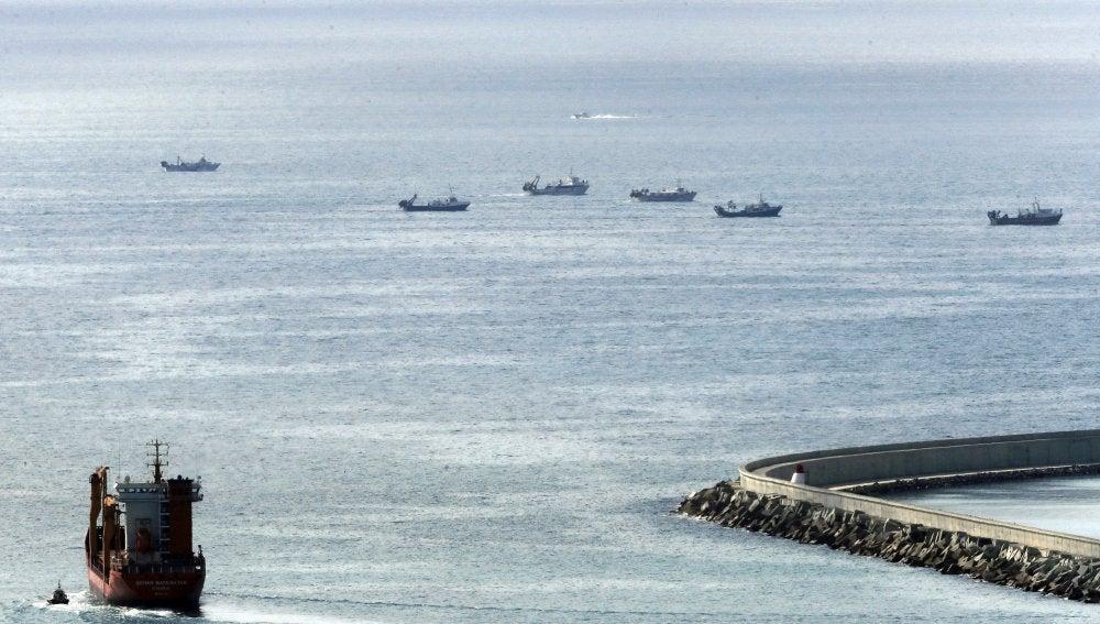 Varios barcos de pesca de arrastre participan en la búsqueda y rescate