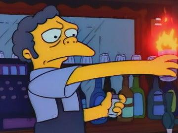 Moe preparando su famoso Flameado
