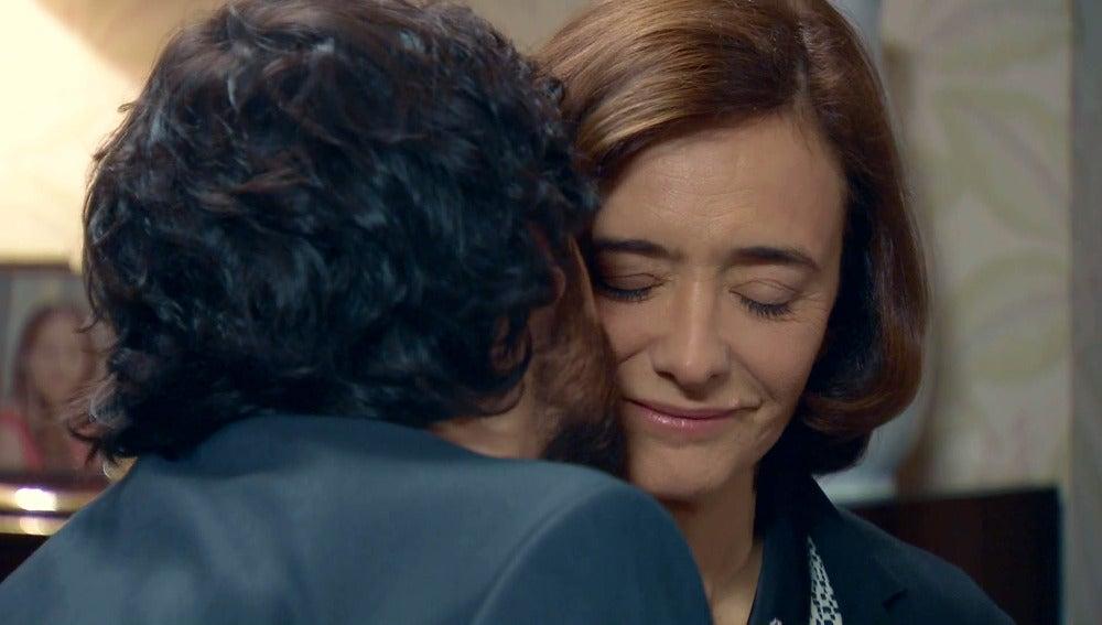 Jaime le pide a Rosalía que Félix regrese a casa